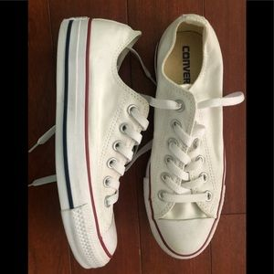 Converse white Chuck Taylor All Star Low Top ⭐️